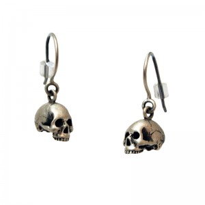 Yuri Tozuka, Silver Anatomical Skull Earrings