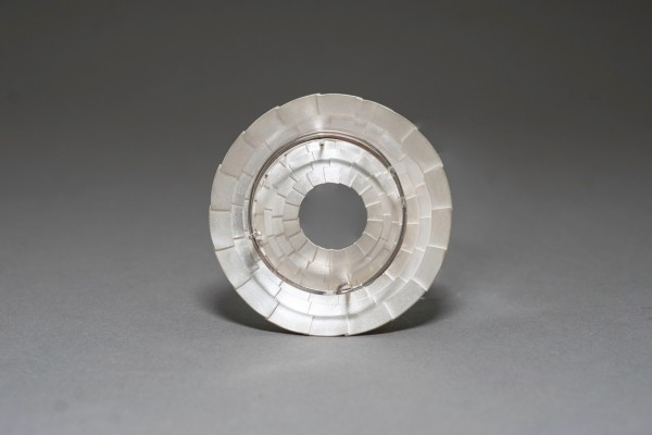 Brooch Round Roof_back