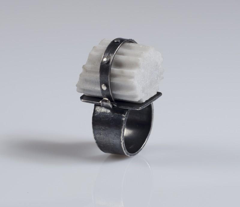 fragment_rivet_strap_ring