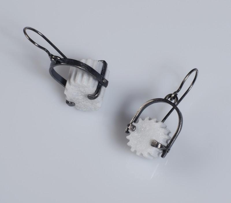fragment_u_stirrup_earring